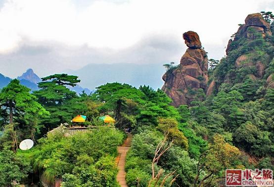 三青山风景区的神女峰图片